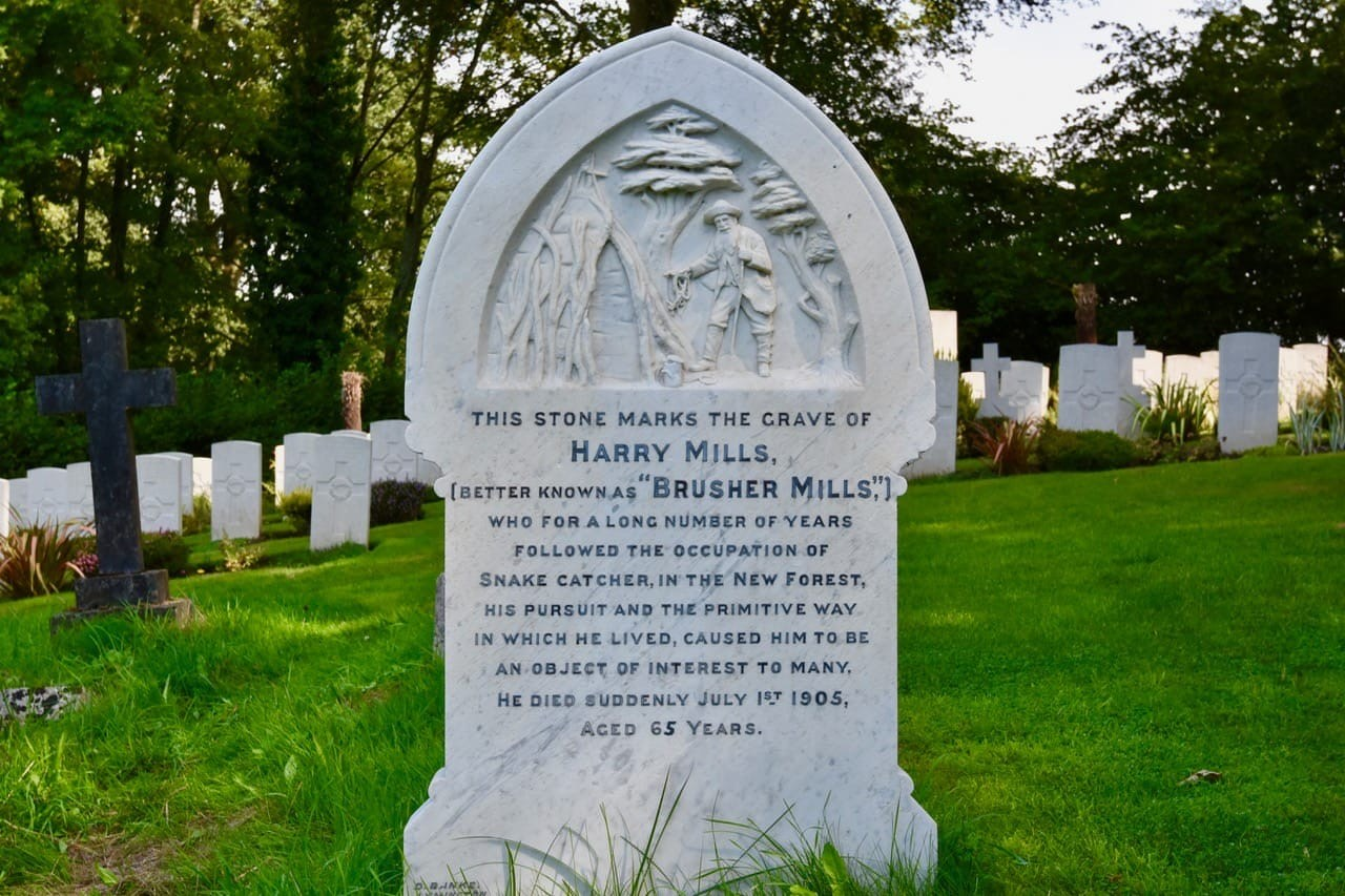 Snake-Catcher-grave-of..-Lesley-Winrow